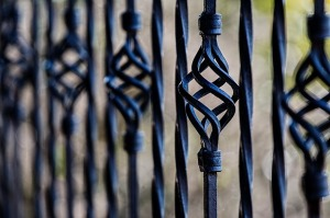 fence-450670_640(5)